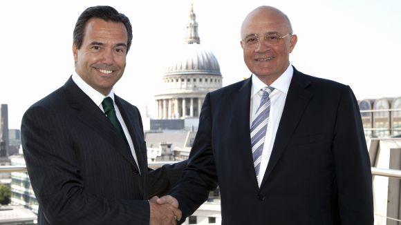 El conseller delegat de Lloyds, a l'esquerra, amb el president de Banc Sabadell, Josep Oliu / Font: Banc Sabadell