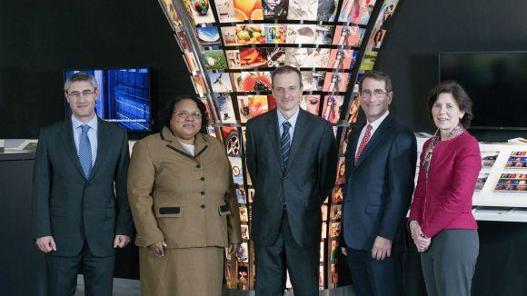 L'ambaixador dels Estats Units visita la seu d'HP a la ciutat