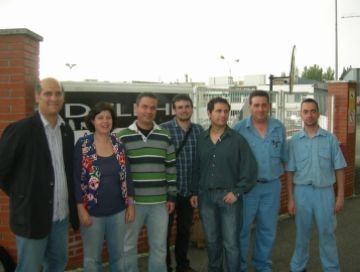 Els dirigents del partit i treballadors de Delphi durant la presentació