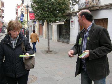 ICV-EUiA trepitja carrer per difondre les seves polítiques en el 'Dissabte Roig'
