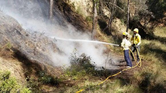 Un incendi a la zona de Can Barata crema 300 metres quadrats de bosc
