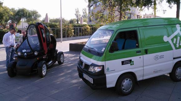 Dos vehicles elèctrics de l'Ajuntament de Sant Cugat
