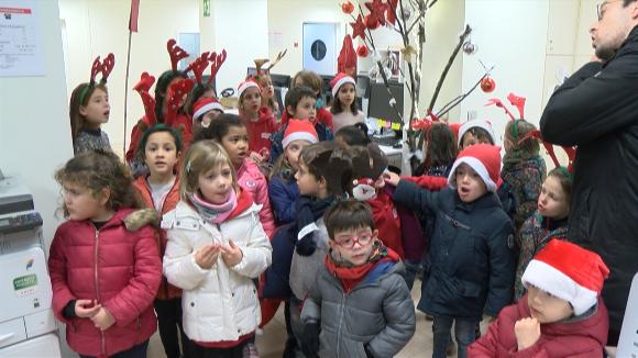 Cugat.cat rep la visita de la coral de l'escola Joan Maragall