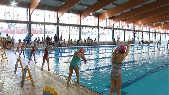 Més de 300 infants gaudeixen de l'esport amb el Campionat de Natació Escolar