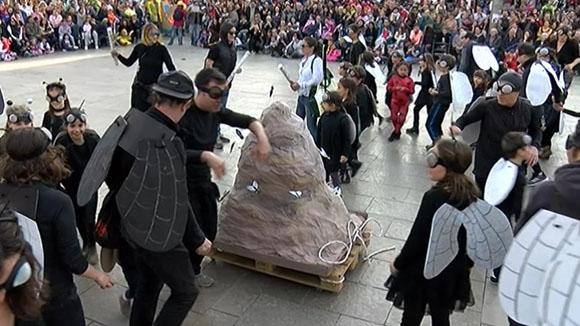 Centenars de nens i nenes fan multitudinari el carnaval infantil