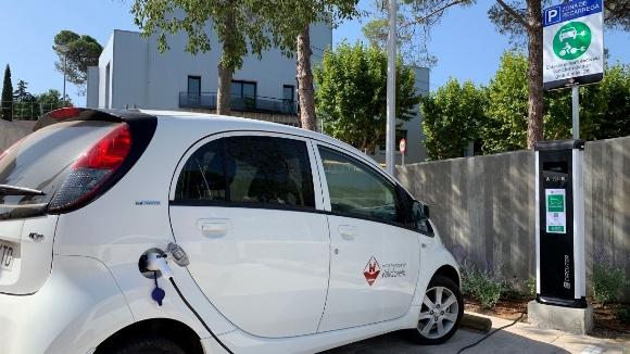 Valldoreix incorpora el seu primer punt gratuït de recàrrega per a vehicles elèctrics