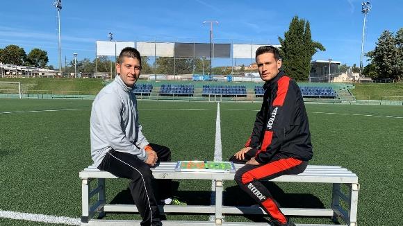 La pissarra del derbi entre l'Atlètic Junior i el Sant Cugat Futbol Club