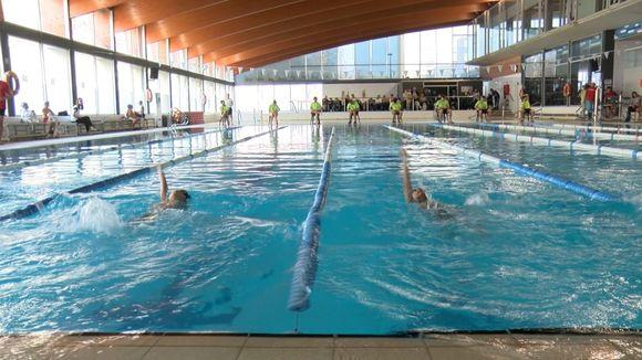 El Campionat de Natació Escolar fa gaudir més de 200 infants a la piscina de la Rambla del Celler