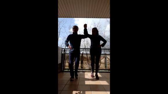 L'escriptor Rogeli Padró ens dedica una ballada de sardanes des del balcó