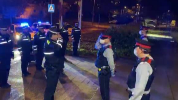 Policia Local ret homenatge als Mosos d'Esquadra per la mort d'un agent a Pineda