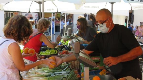 El Mercat de Pagés funciona a ple rendiment reivindicant els productes ecològics