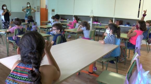 Mestres i infants s'ajusten a un escola excepcional