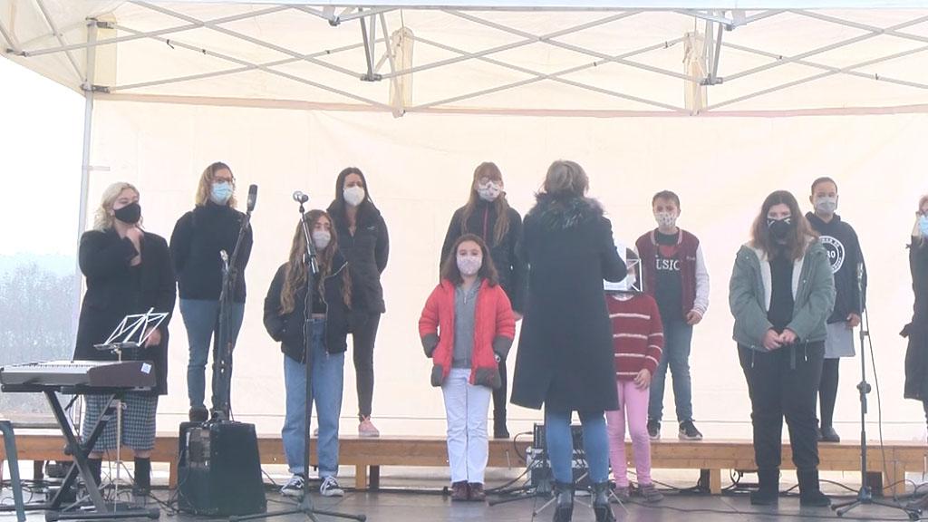 Nadales al carrer: Cor Escola Ricomà