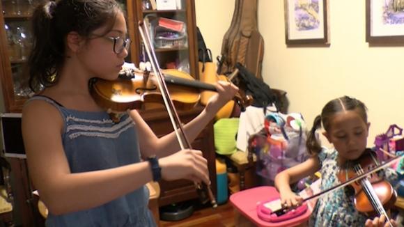 Multats per tocar un instrument a casa
