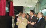 El conseller de Cultura, Jordi Vilajoana, ha descobert una placa de la inauguració del nou Centre  de Restauració de Béns Mobles