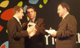 Al centre de la imatge l'alcalde Lluís Recoder en l'acte d'inauguració de la mostra