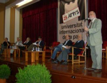 Arcadi Oliveras durant la seva conferència
