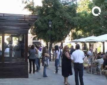 Centenars de persones viuen la reobertura del mític 'El Mesón' de la plaça d'Octavià