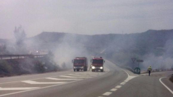 Restablert el trànsit a l'AP7 i les vies properes tallades a causa d'un incendi