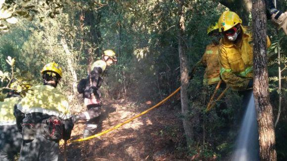 Un incendi forestal crema uns 400 metres quadrats a Can Boba