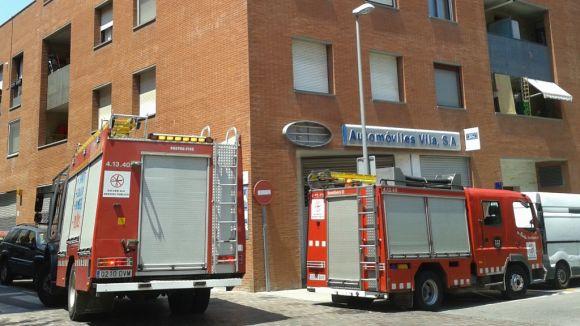 Un petit incendi crema una cuina al carrer de Borrell