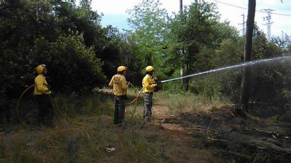 Cremen 100 metres quadrats de matolls a tocar de Can Calopa