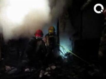 Un incendi crema un magatzem a la rambla Jacint Verdaguer de Valldoreix