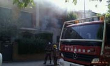 Un curtcircuit en una assecadora provoca un incendi en una casa del carrer Pompeu Fabra