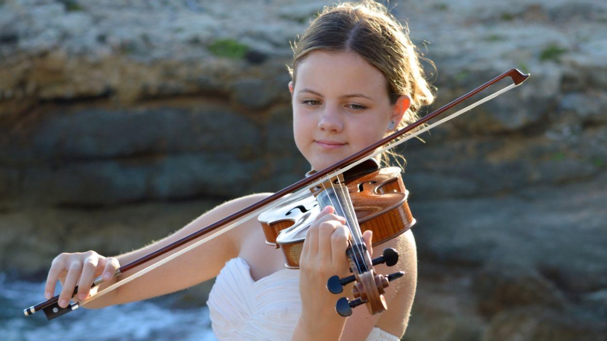 """Inés Issel: """"Amb la música vull que el públic s'oblidi dels seus problemes i gaudeixi del moment"""""""