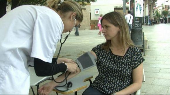 La UIC treu al carrer la infermeria per promocionar la salut