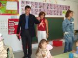 L'alcalde ha volgut comprovar personalment la marxa del primer dia d'escola.