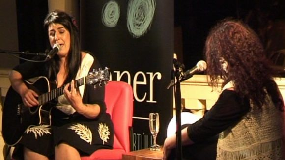 Amparo Sánchez es despulla personalment i musicalment en un concert fora del comú al Casino la Floresta