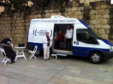 L'Institut Oftalmològic Tres Torres revisa la vista de franc a 35 ciutadans