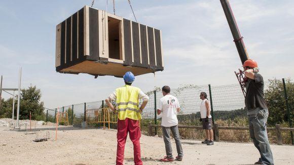 Comença la instal·lació a les Planes d'una casa solar hivernacle 'low-cost'