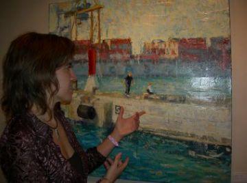 L'artista Isabel Feliu busca transmetre optimisme a través dels seus quadres