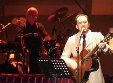 Ismael Serrano emociona el públic del Teatre-Auditori amb un espectacle proper i ple de poesia
