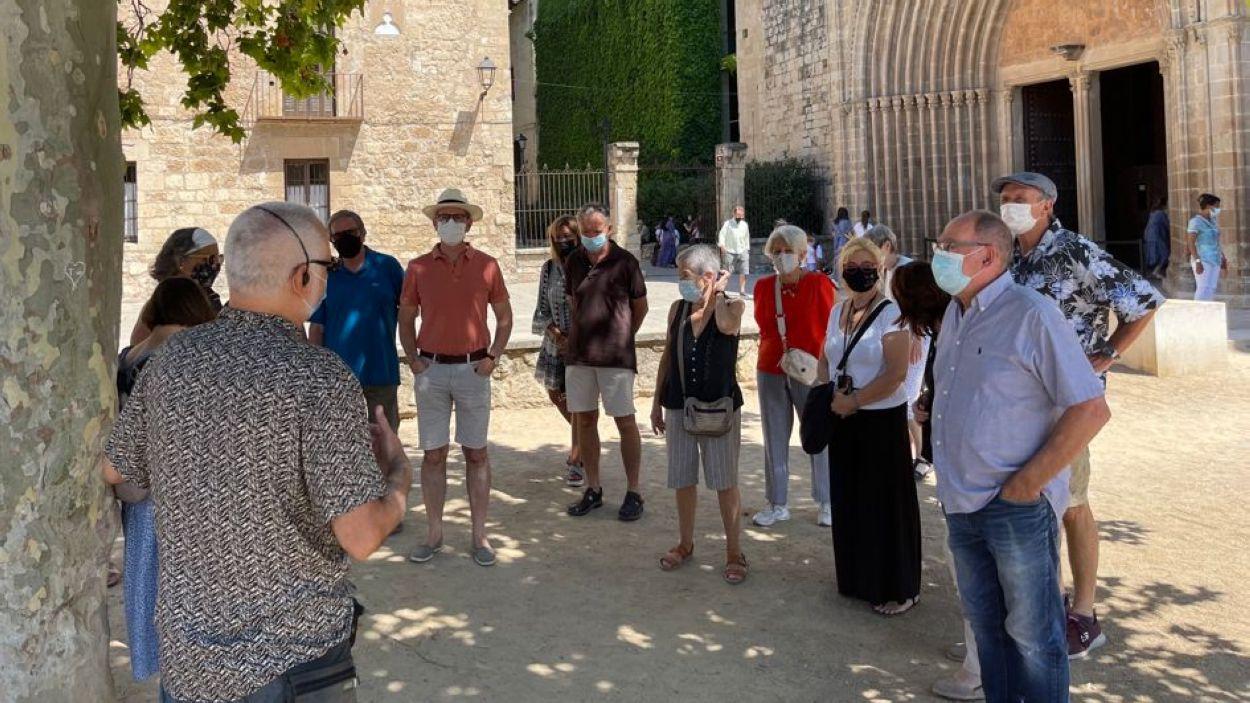 La visita guiada ha anat a càrrec de l'historiador José Fernando Mota / Foto: Cugat Mèdia