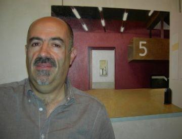 L'artista Jaume Roure amb un dels seus quadres
