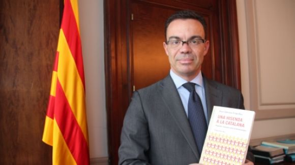 Iglesias manté la direcció a la Generalitat per definir un model d'administració tributària de Catalunya