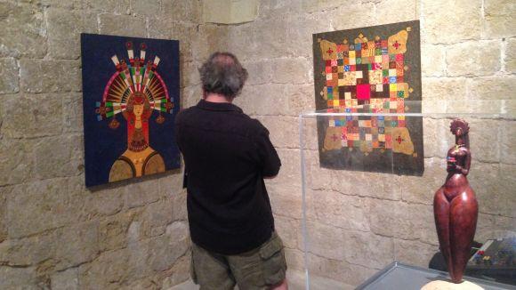 La mostra es divideix entre la Casa de Cultura i la sala Capitular del Claustre del Monestir