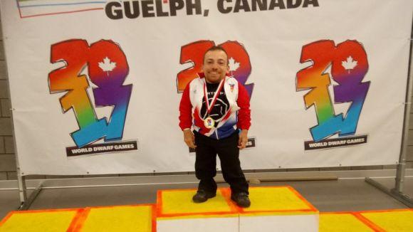 Joan Pahisa amb una de les sis medalles guanyades al Mundial / Font: Joan Pahisa