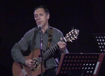 Joan Artigas reivindica la poètica de Pere Quart en un concert homenatge a la Casa de Cultura