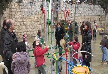 Famílies senceres gaudeixen del Sant Esteve a l'Envelat amb jocs i música