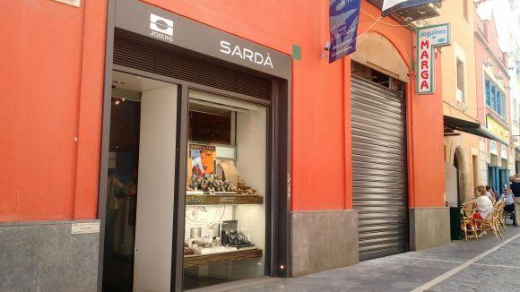 Joguines Marga tanca i la joieria Sardà amplia el local