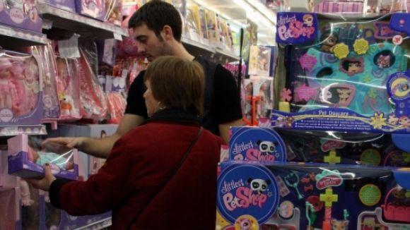 Les JERC insten els santcugatencs a defugir els rols sexistes en la compra de joguines