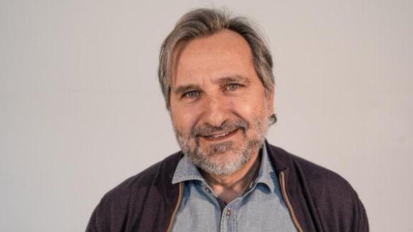 Jordi Menéndez signa el manifest que demana la suspensió provisional del referèndum