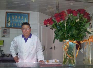 Jordi Muñoz ha obert aquest dilluns per últim dia la carnisseria on ha estat 43 anys treballant