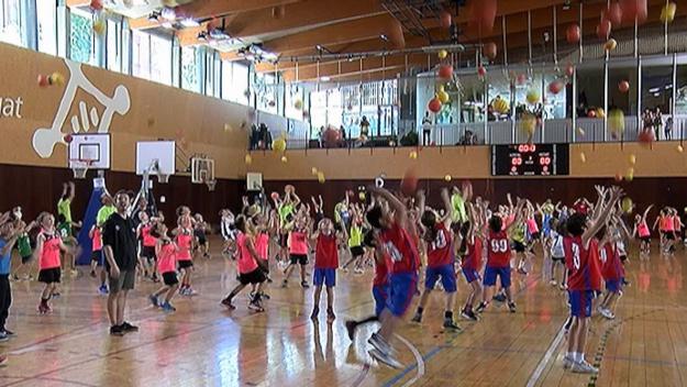 Els alumnes de bàsquet escolar han acomiadat la temporada al pav 3 de la Rambla del Celler / Foto: Cugat.cat
