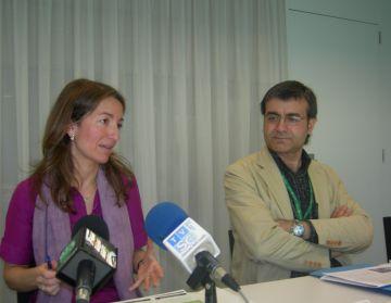 Marta Subirà, a l'esquerra, durant la presentació de la jornada