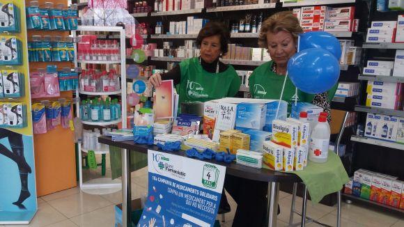 Cada farmàcia tenia instal·lada una taula on anar col·locant els medicaments i les donacions